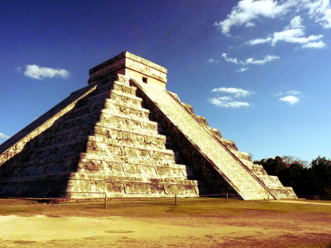 Picture of a Mayan pyramid at Chichen Itza in Mexico