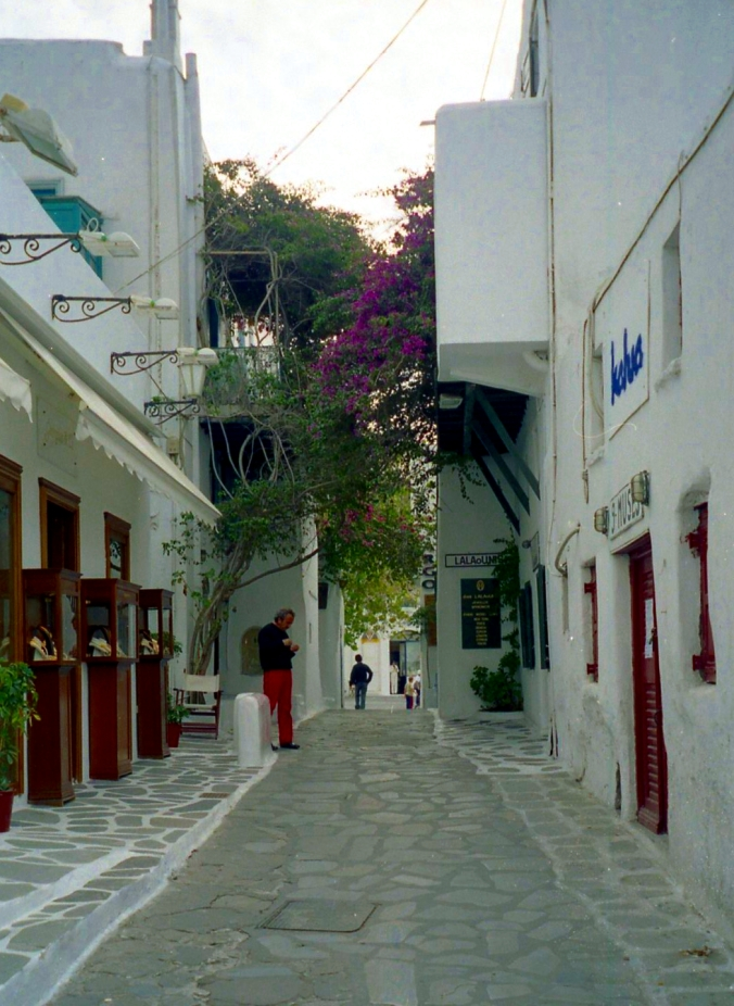 Picture of the white buildings and walkways along Mykonos, Greece