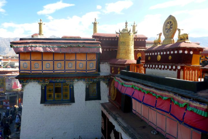 Picture of rooftop view from Jokhang Temple in Lhasa, Tibet