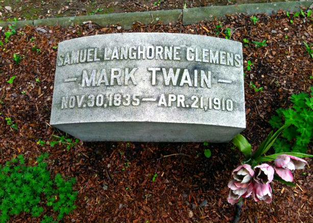 Picture of Mark Twain / Samuel Clemens' grave in Elmira, New York