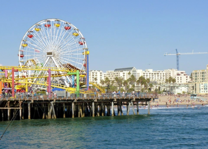 Picture of Santa Monica's pier in Los Angeles, California