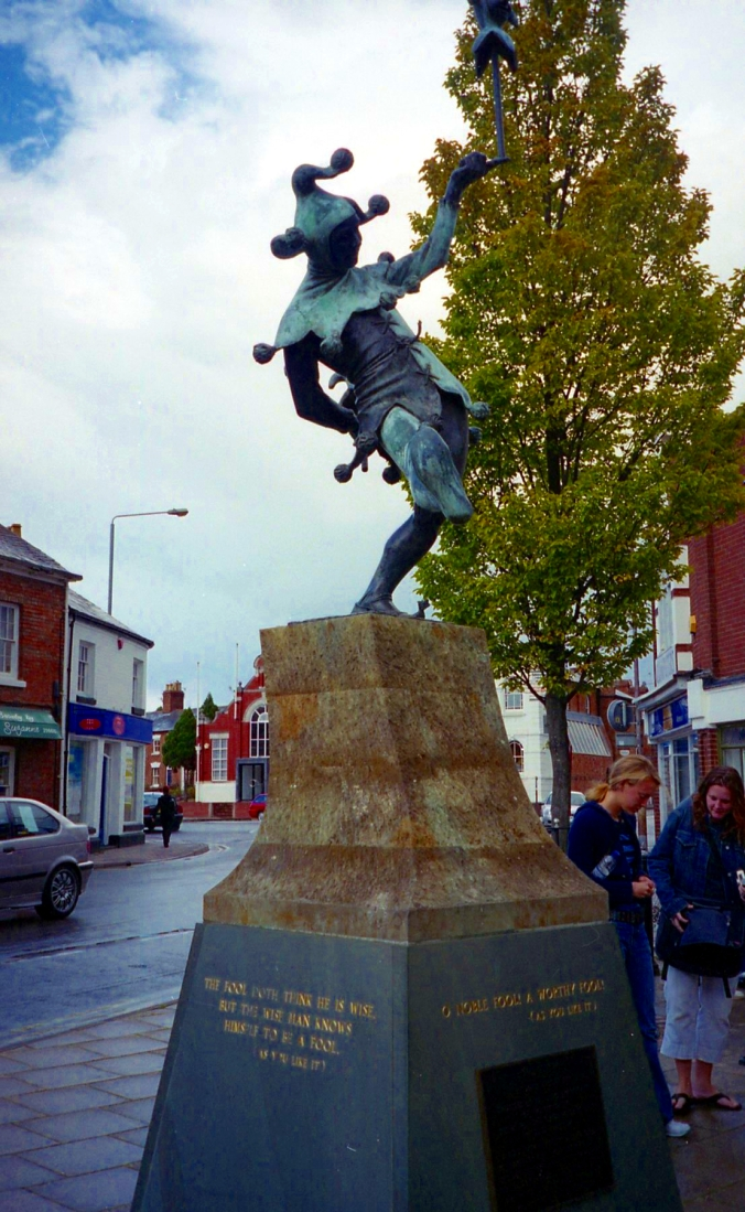 Picture of a statue in Stratford, England