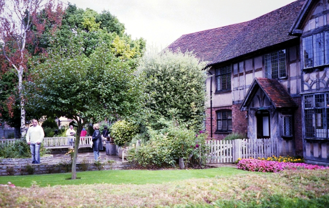 Picture of Shakespeare's birthplace in Stratford, England