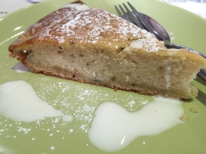 Picture of peach cake with vegan cream from Amico Bio in London, UK